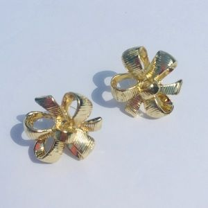 EUC Lilly Pulitzer Gold Bow Earrings jewelry